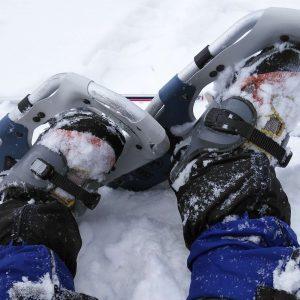 スノーシュー&ゲーターをつけて雪山を歩き力尽きている様子