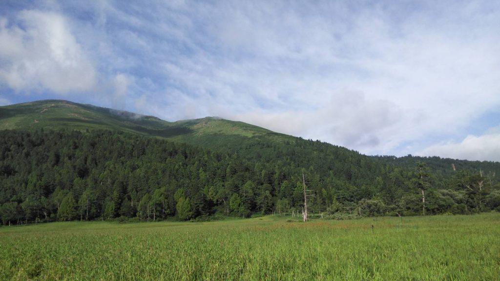 山に囲まれています。至仏山が近い
