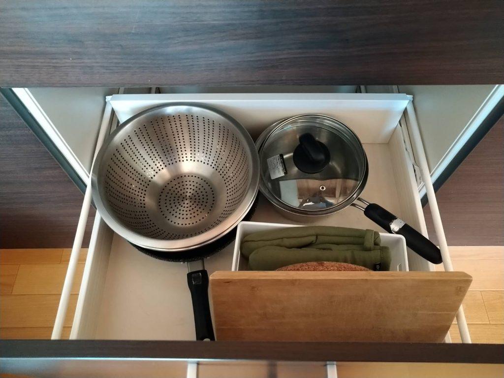 キッチン道具もこれでもかというほど揃っています。もはや家