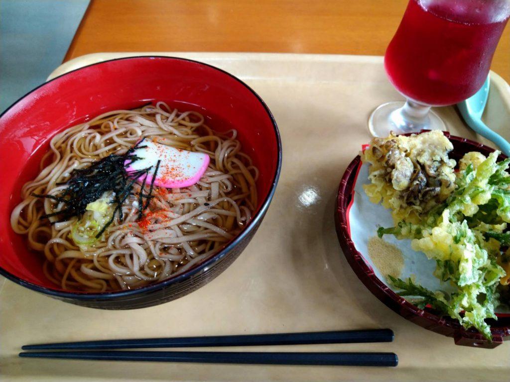 とちの実で食べた舞茸天ぷらそば
