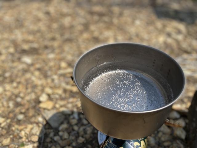 お湯をバーナーで沸かして好きなものを飲むとおいしい