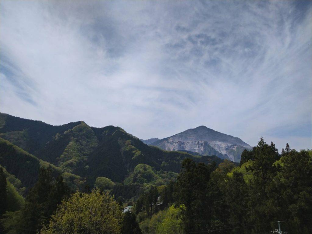 景色はすでにとてもいい。武甲山が見える