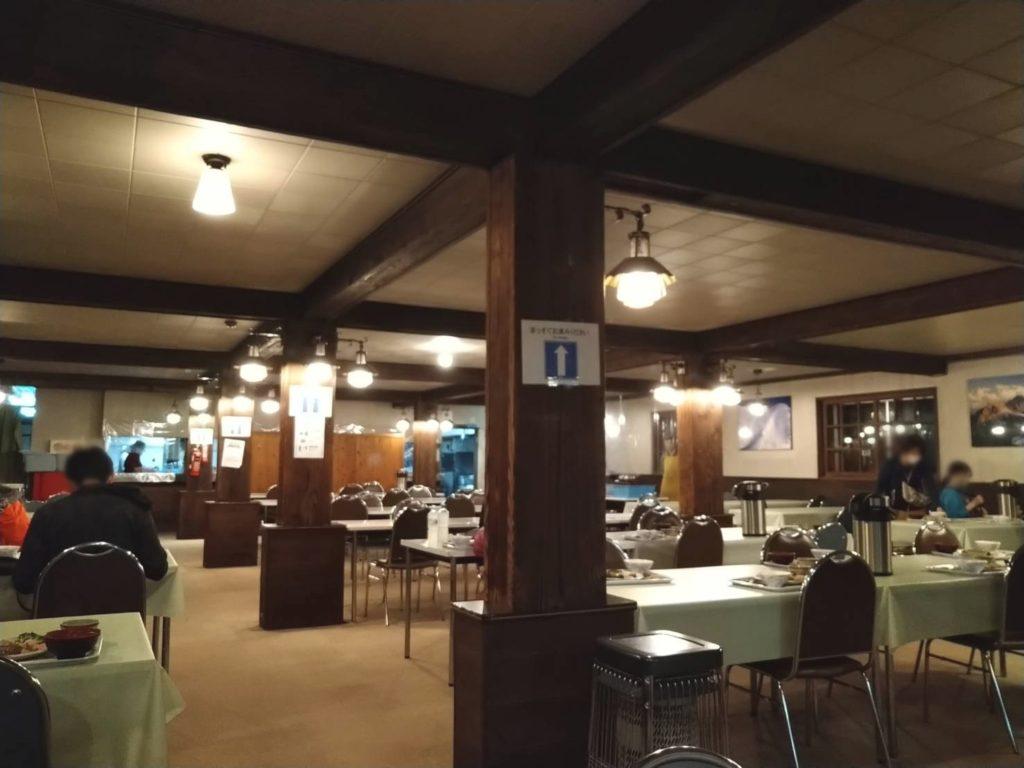 白馬山荘の食堂の様子
